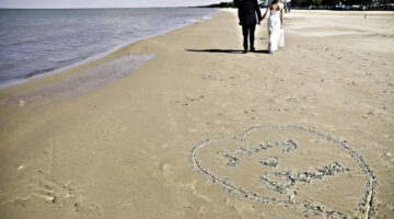 Beach Theme Wedding Pros & Cons