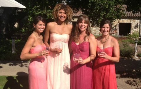 bridesmade-dresses-in-different-shades-of-rose