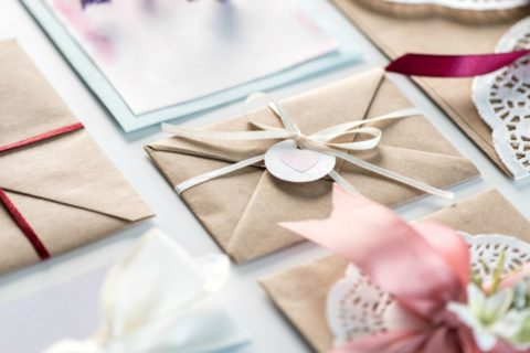 Fun ways to make wedding invitations yourself at home!