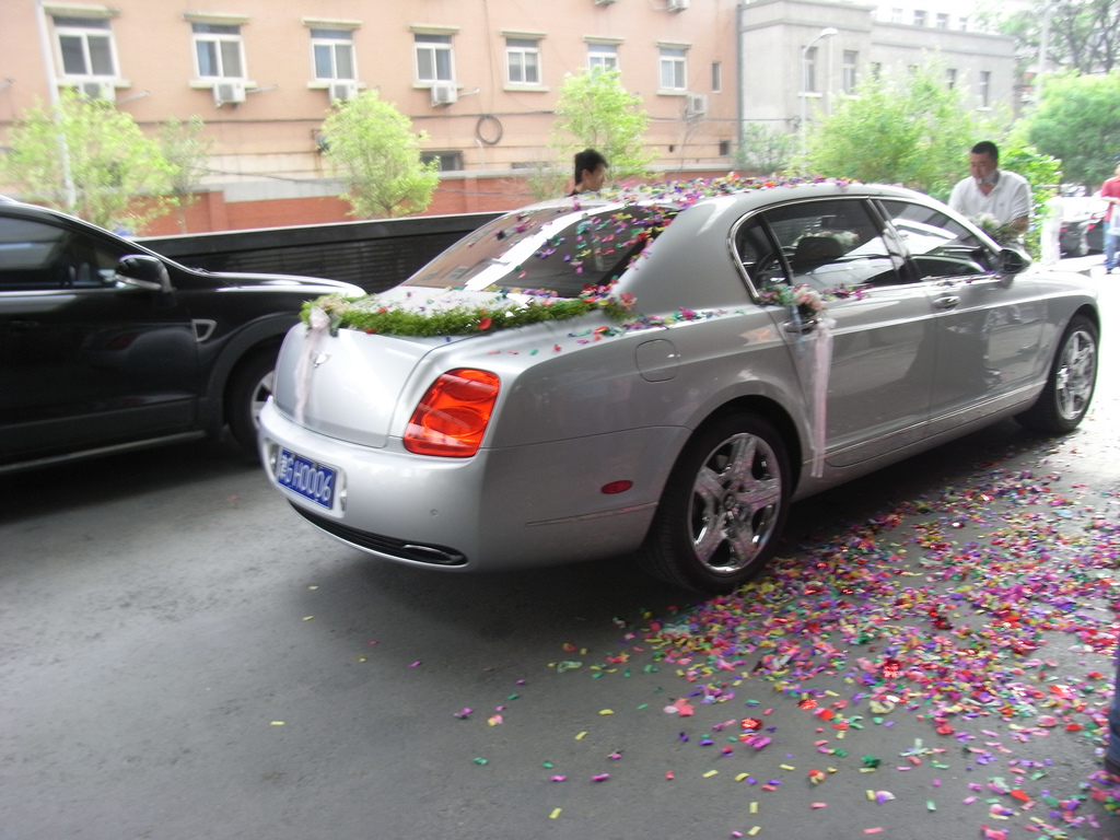 The Best Wedding Car Decorations + Fun Ways To Decorate