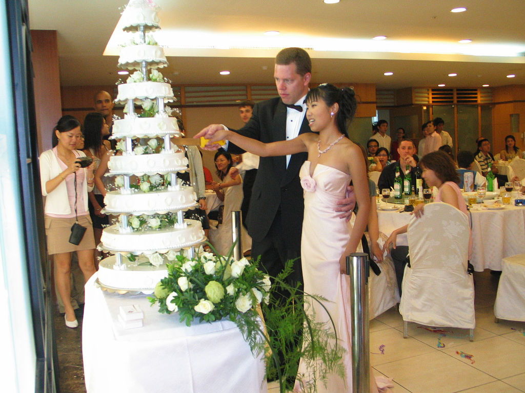 Average Cost Of A Wedding Cake 38 Amazing cutting the cake by